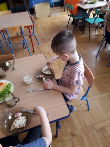 Śniadanie w grupie IV Szpaki