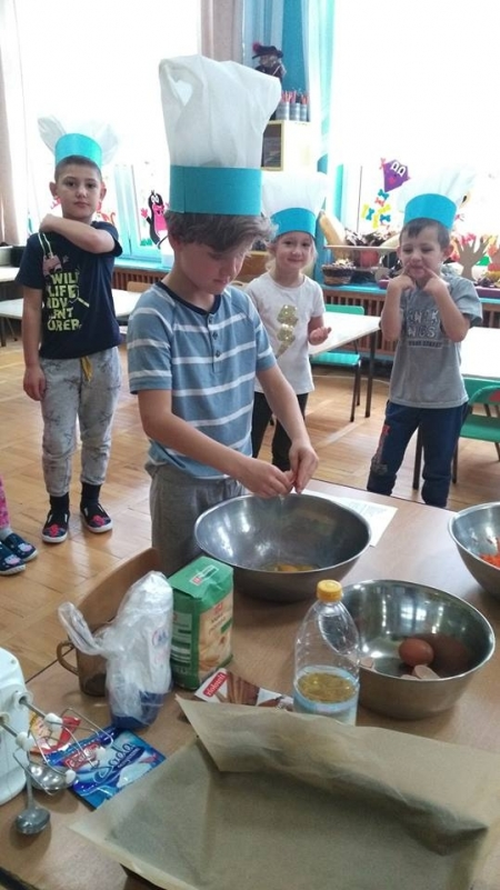 Grupa Szpaki piekła ciasto marchewkowe